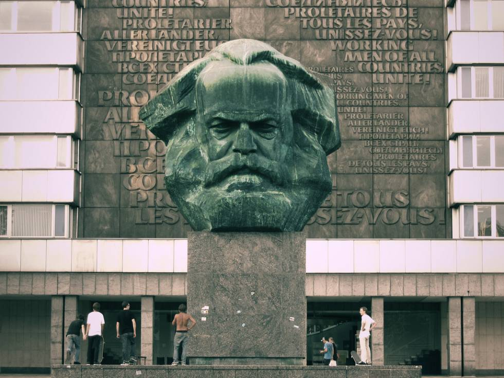 Karl-Marx-Monument in ChemnitzKarl-Marx-Monument in Chemnitz: Die inneren Kräfte im Bundesland reichen offensichtlich nicht aus, um der völkisch-nationalistischen Atmosphäre etwas entgegenzusetzen.